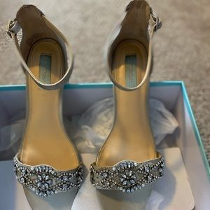 Betsey Johnson SB-Mel Heeled Sandal 9.5